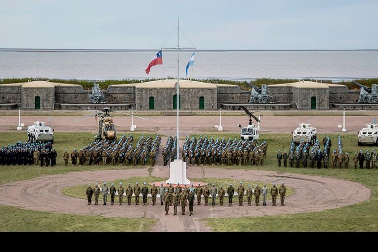 """FF.AA. de Chile y Argentina realizaron ejercicio de Fuerzas de Paz """"Cruz del Sur III"""""""