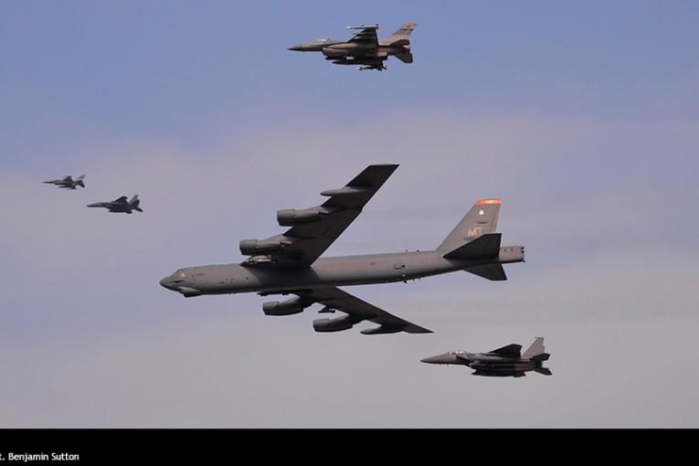 USAF moviliza bombardero B-52 Stratofortress con sobrevuelo en Corea del Sur