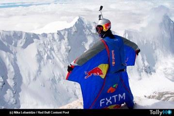 Valery Rozov obtiene nuevo récord mundial de salto base con Wingsuit