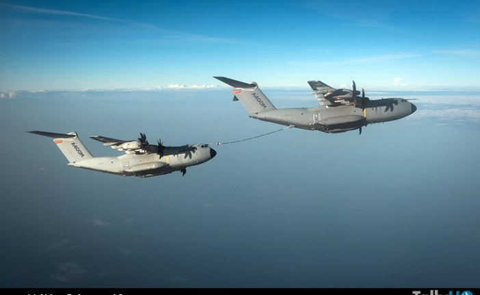 Airbus A400M demuestra su capacidad de reabasteciendo a otro A400M