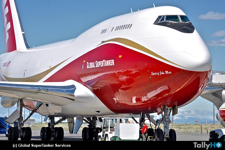 Ardua labor del Boeing 747-400 SuperTanker en el Sur de Chile