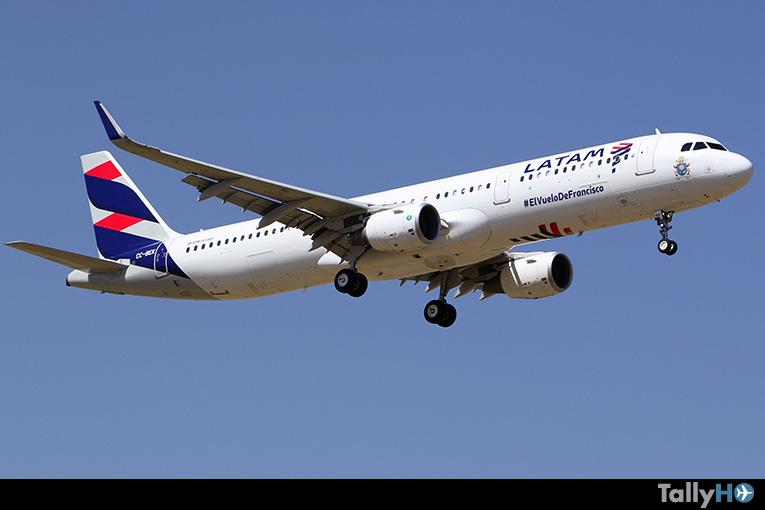 Airbus A321 CC-BEK de LATAM arribando al Aeropuerto Arturo Merino Benítez con el Papa Francisco procedente de Temuco.