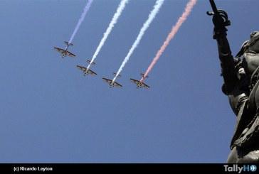 Con izamiento de la gran bandera nacional se dio inicio al «Mes del Aire»