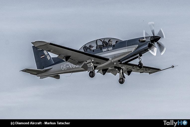 Primer vuelo del nuevo entrenador acrobático Diamond DART-550