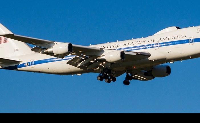 """Arribó a Chile el Boeing E-4B """"Nightwatch"""" con el Secretario de Defensa de EE.UU."""