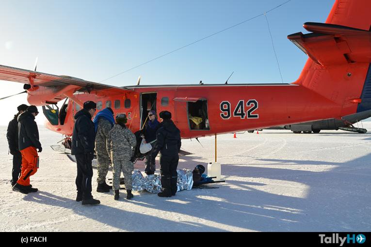 FACH realiza evacuación aeromédica de ciudadano británico desde Antártica