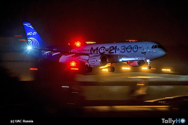El MC-21-300 realizó primer vuelo de noche