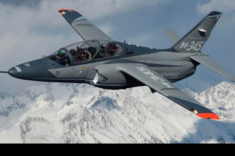 Aeronautica Militare firma contrato por la compra de 13 Leonardo M-345HET