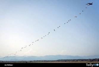 Airbus A400M logra el lanzamiento simultáneo de paracaidistas
