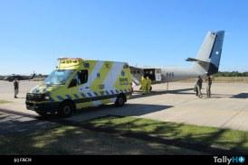 FACH realiza EVACAM con cápsula de aislamiento epidemiológico en avión Twin Otter