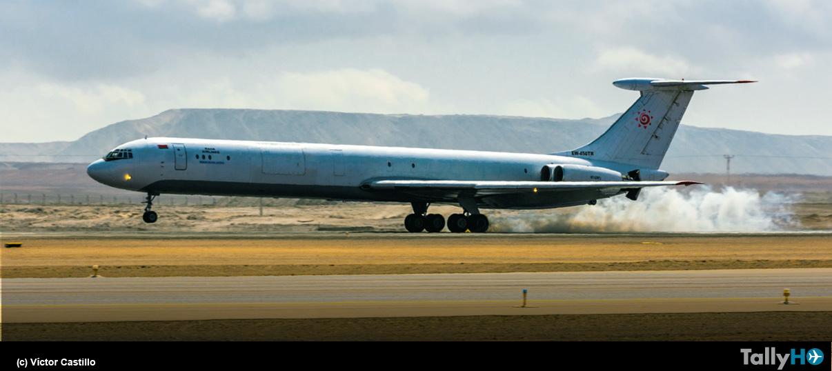 Inusual visita a Chile de avión Ilyushin IL-62