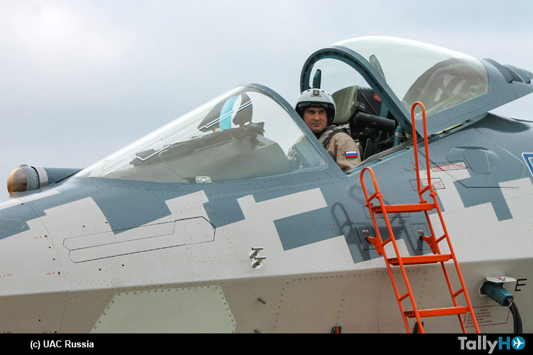 La cabina del Su-57 optimiza el rendimiento general del sistema hombre-avión