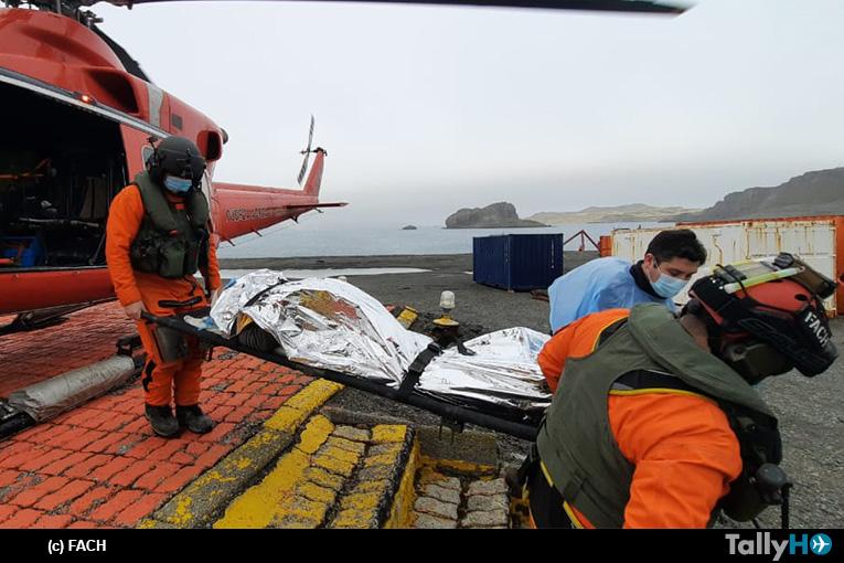 Fuerza Aérea realiza EVACAM en la Antártica con Bell 412