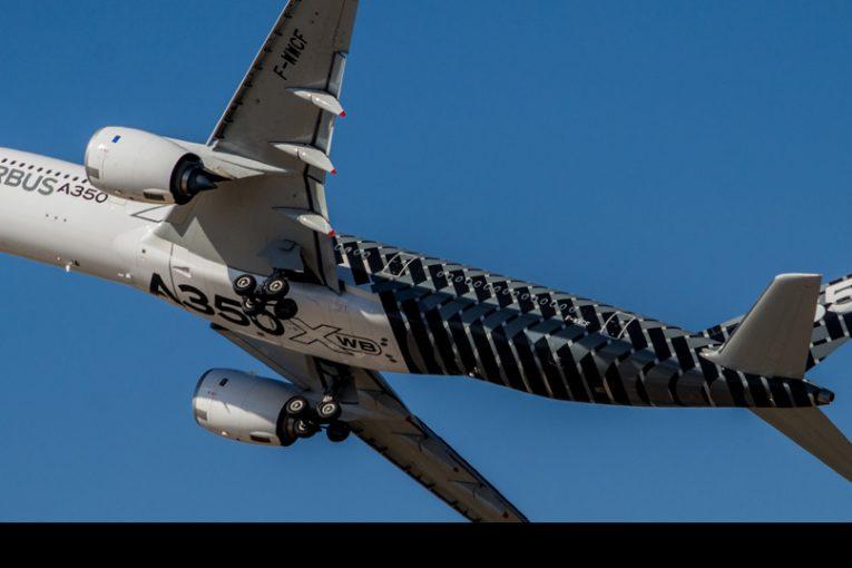 Llegada y demostración del Airbus A350-900 en FIDAE 2018