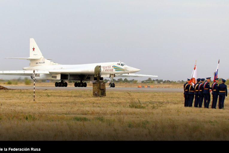 Bombarderos Tu-160 establecen récord de permanencia en vuelo